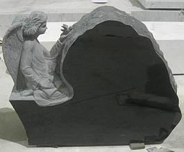 Ексклюзивний пам'ятник із ангелом. Матеріал граніт. Об'ємна різьба по каменю.