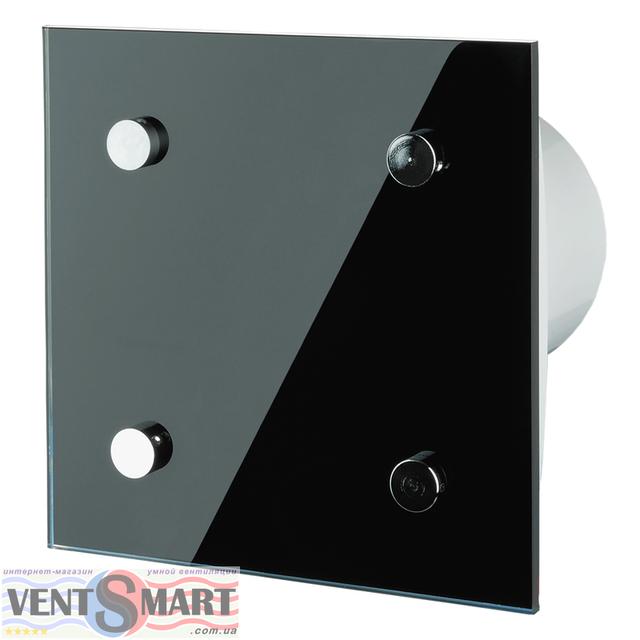 Внешний вид (фото, изображение) декоративного вентилятора Vents Modern с лаконичным и оригинальным дизайном в черном или белом цвете. Вентилятор обладает привлекаельным и изысканным дизайном ― передняя панель декорирована стильной накладкой черного или белого цвета, осевой вентилятор имеет малое энергопотребление, высокую продуктивность и низкий уровень шума. Модификации Вентс 100/125/150 Модерн: со шнурковым выключателем, с реле времени (таймером задержки выключения от 2 до 30 минут), датчиком влажности, опционально: двигатель на подшипниках качения, обратный клапан, двигатель турбо или 12В/50Гц.