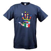 Футболка c флагами разных стран на ладони