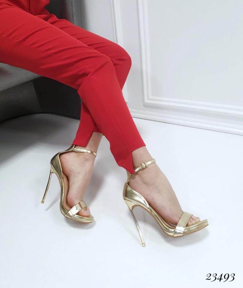 Босоножки Casadei с ремешком на каблуке золотые. Аналог