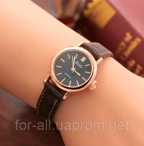 Фото Классическая модель женских наручных часов