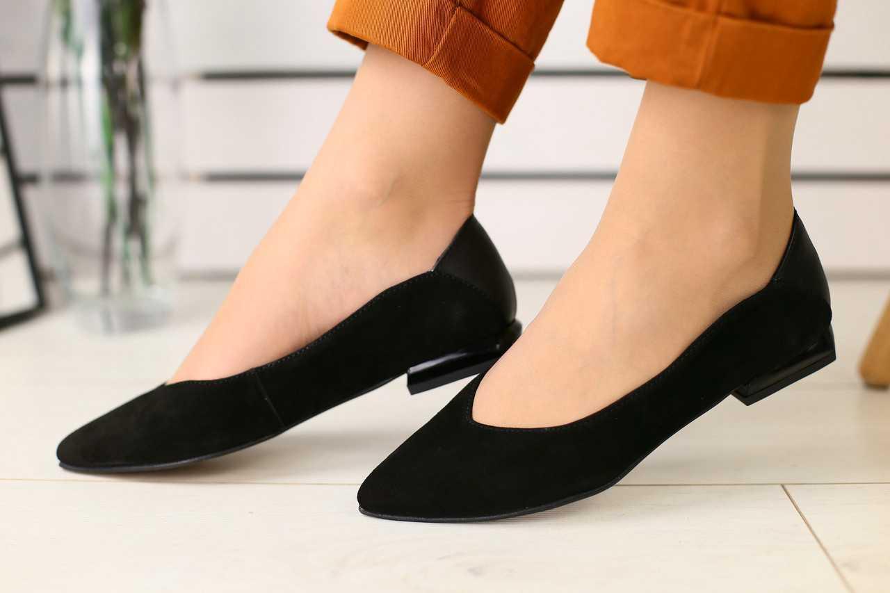 Женские балетки замшевые летние классические стильные молодежные на маленьком каблуке (черные)