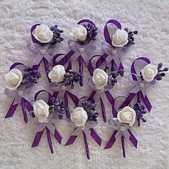 Свадебные бутоньерки и браслеты для гостей, разные цвета