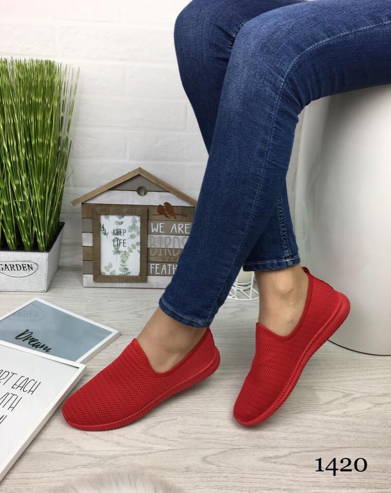 Женские кроссовки красные текстиль