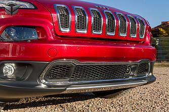Хром рамка на решетку переднего бампера Jeep Cherokee KL 2014+