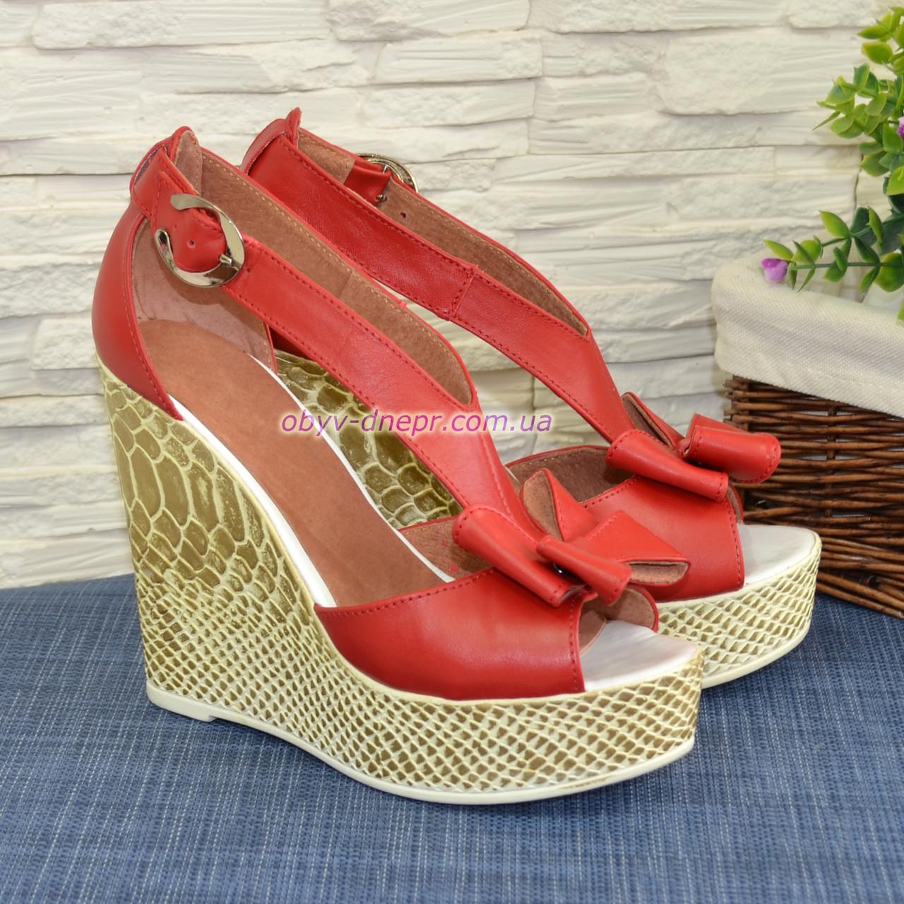 Кожаные красные женские босоножки на высокой платформе от производителя
