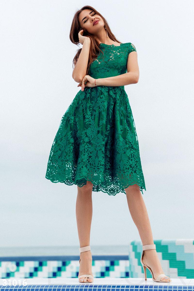 Стильное платье миди с пышной юбкой короткий рукав кружевное изумрудного цвета