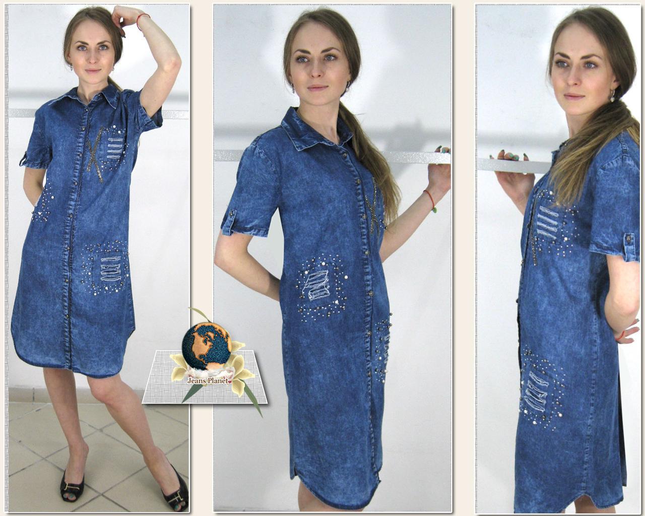 Нарядное летнее джинсовое платье большого размера с камнями и стразами