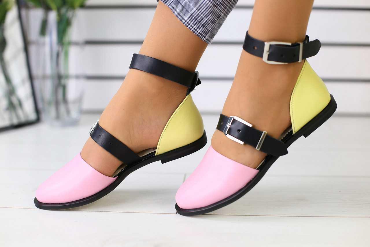 Женские босоножки кожаные стильные яркие молодежные удобные на низком ходу разноцветные (розовые)