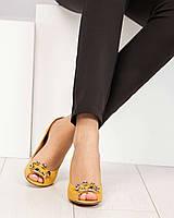 Туфли женские с пряжкой с камнями горчичные, фото 1