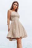Короткое кружевное платье мини с открытым плечом бежевое, фото 2