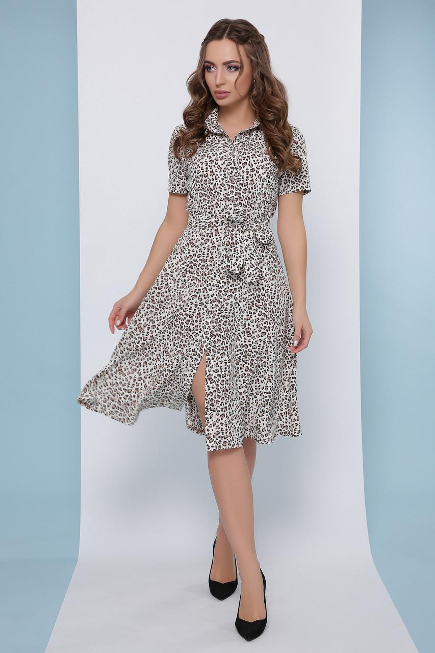 Модное платье-рубашка средней длины с короткими рукавами в леопардовый принт