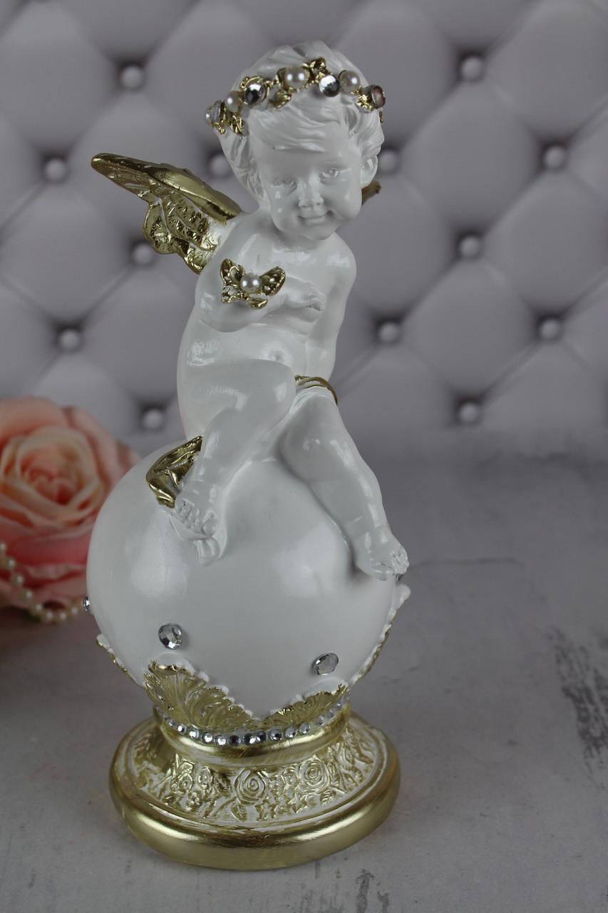 """Ангел """"На шаре с бабочкой"""", белый с золотом"""