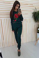 Черный костюм с цветочной вышивкой