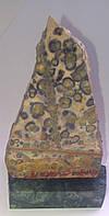Леопардовая яшма на подставке из мрамора