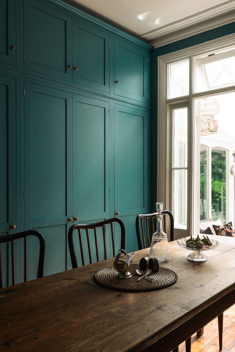 Шкафы в коридор с фрезерованными фасадами мдф зеленого цвета. blum фурнитурах