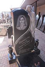 Ексклюзивний пам'ятник із ангелом. Закритий квітник із граніту. Об'ємна різьба по каменю.
