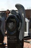 Пам'ятник із ангелом та фото овал на могилу. Об'ємна різьба по каменю.