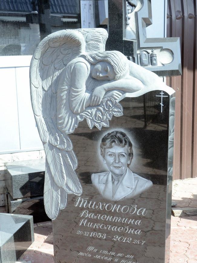 Памятник с ангелом объемные крылья из гранита.  Волшебная резьба по камню.