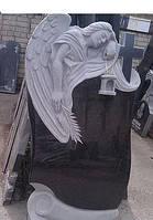 Эксклюзивный памятник с ангелом на кладбище и крест из гранита.