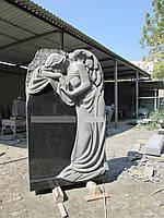 Эксклюзивный памятник с ангелом на могилу из гранита.