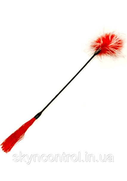 Двухсторонний фетиш аксессуар Bad Kitty Federstab Плеть - S&M плеть + букетик перьев, красная
