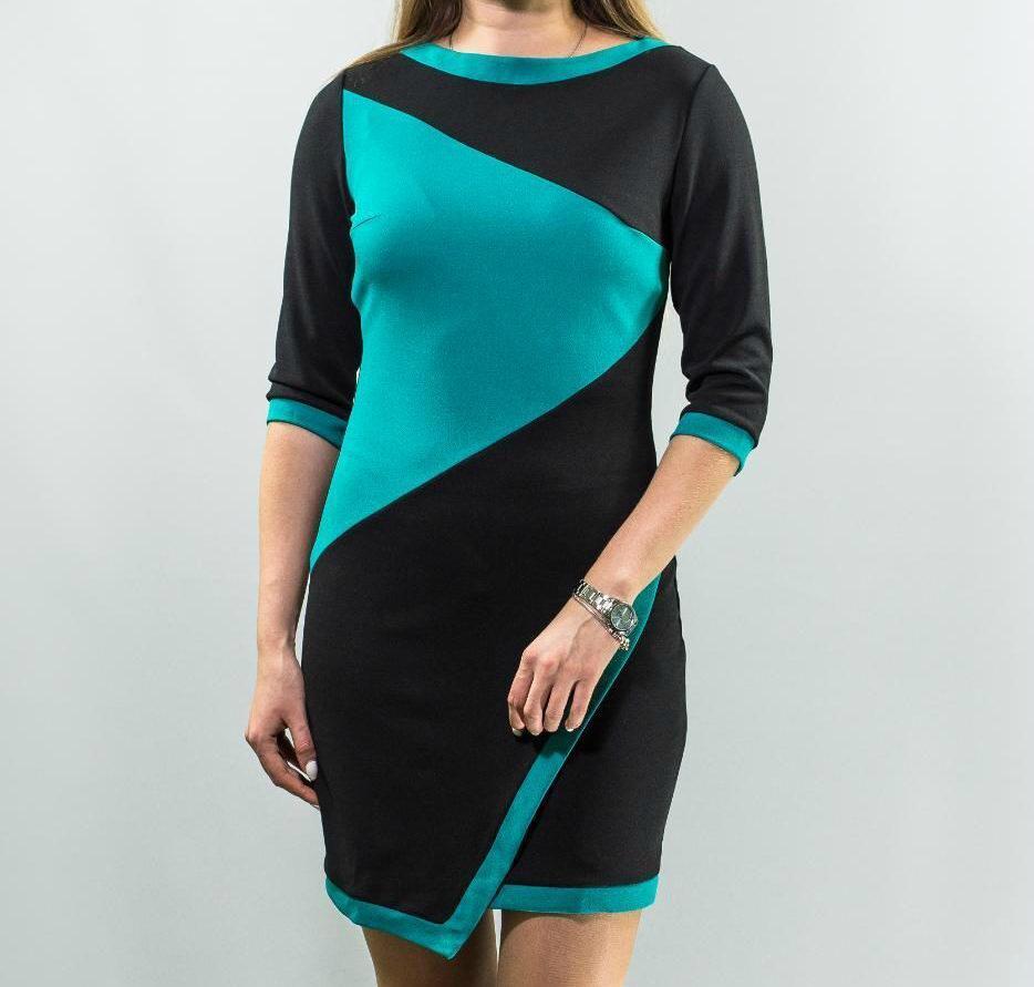 """Стильное женское платье с геометрическим узором""""ткань креп-дайвинг"""" 44 размер норма"""