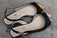 Босоножки кожаные черные на каблуке G.u.e.r.o
