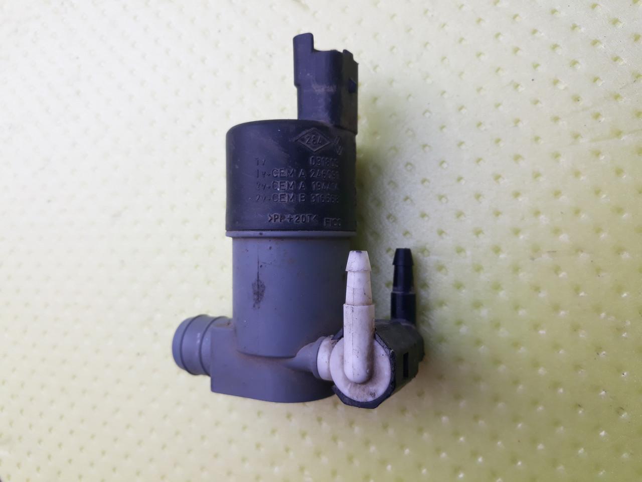 Насос моторчик омывателя Peugeot Renault Fiat  Alfa Lancia Citroen dacia opel nissan 9641553980 9641553880 бу
