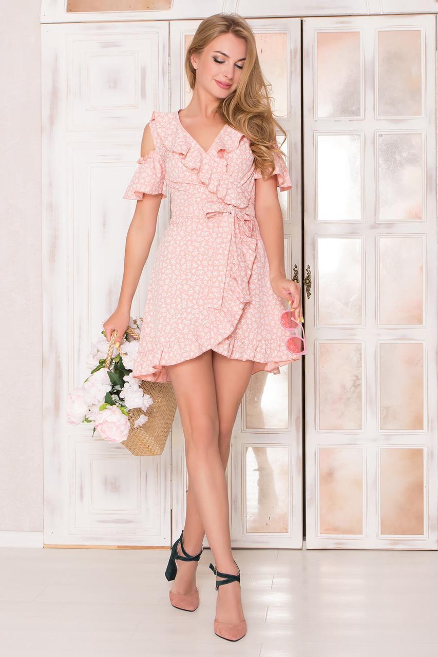 Летнее платье мини на запах с открытыми плечами