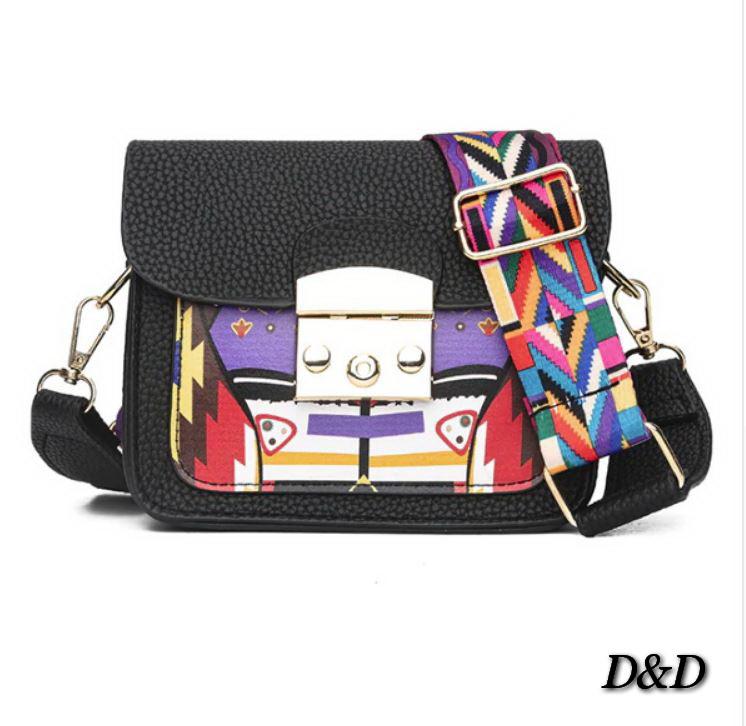 e3706a9598bc Женская сумка с вышивкой в стиле