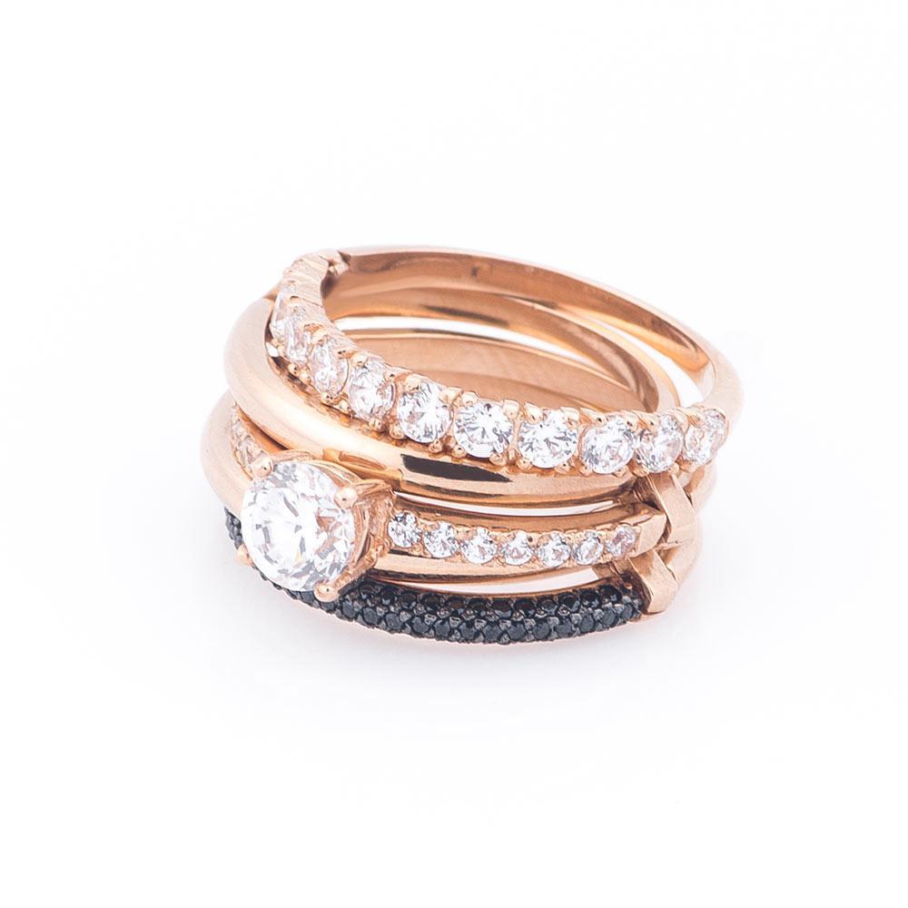 Кольцо золотое с черными фианитами гк286
