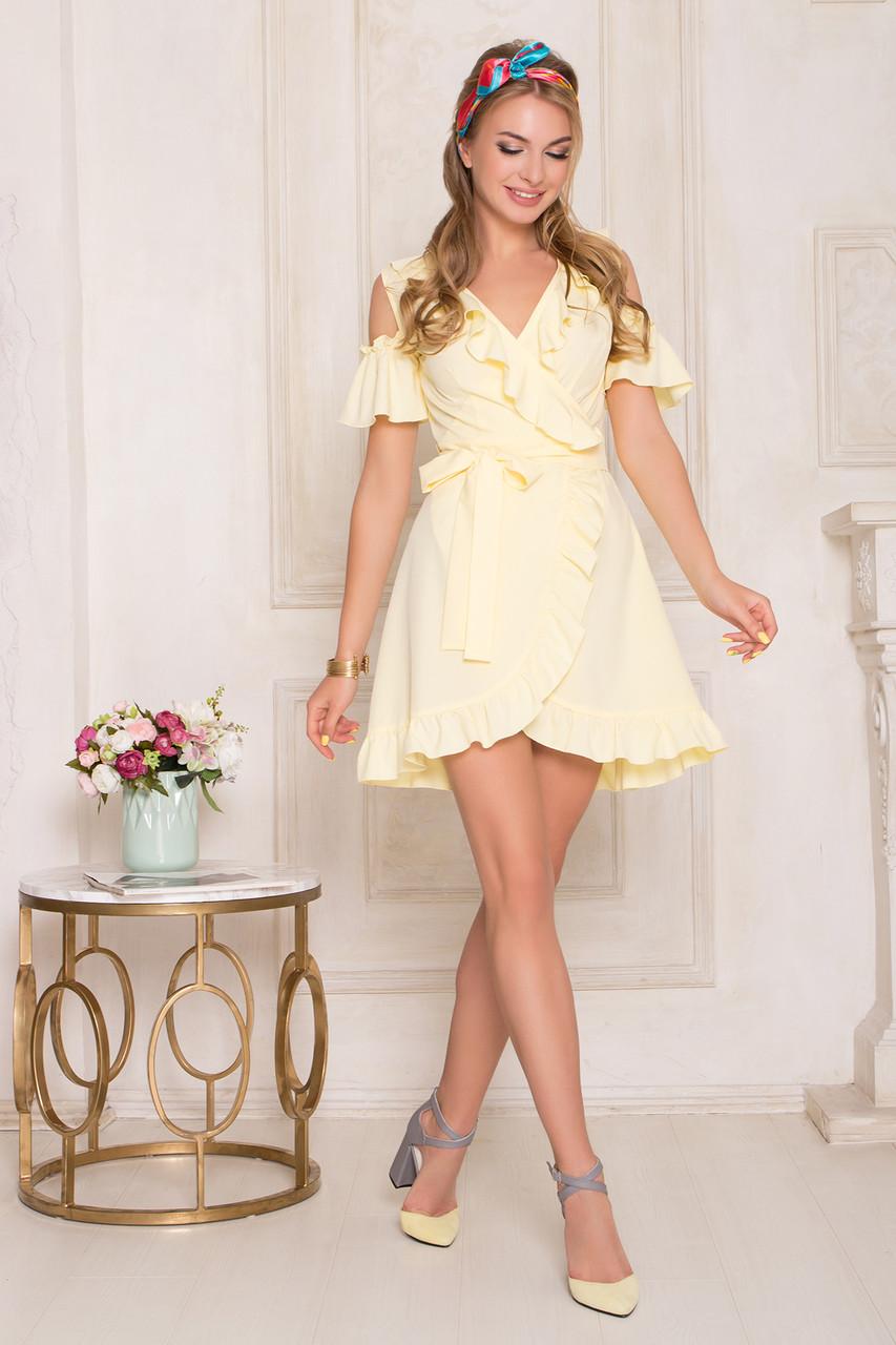 Короткое летнее платье желтое с запахом