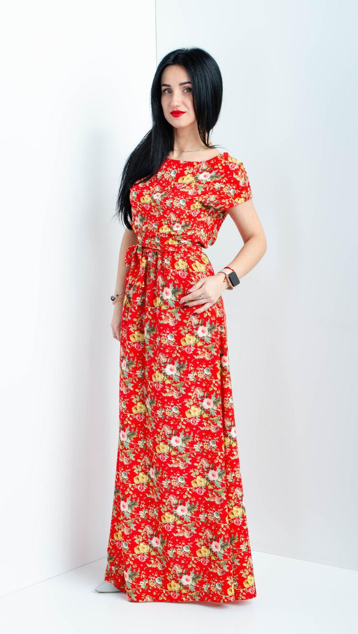 Длинное женское платье с цветочным узором красное