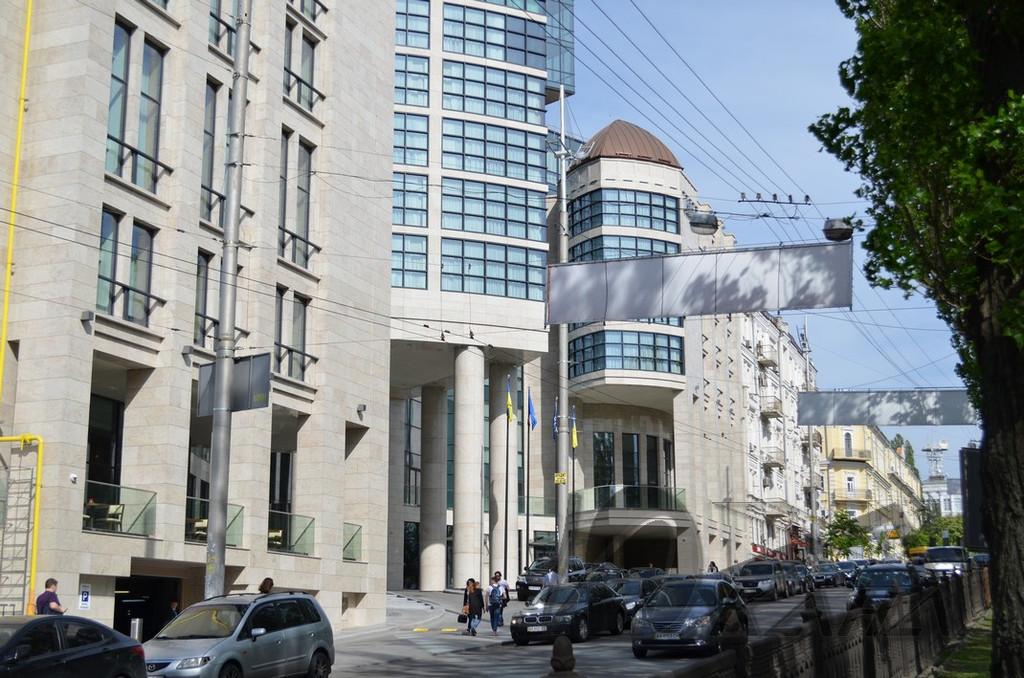 """Отель """"Hilton"""" по адресу г. Киев, буль. Т. Шевченко. Медные купола на главном фасаде"""