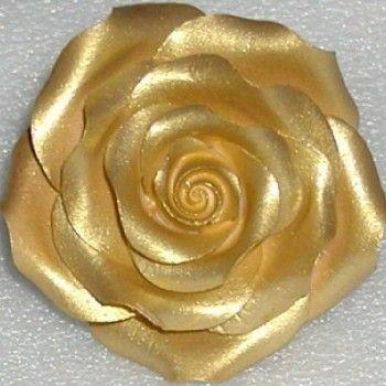 Фото изделия из эпоксидки с добавлением золотого пигмента