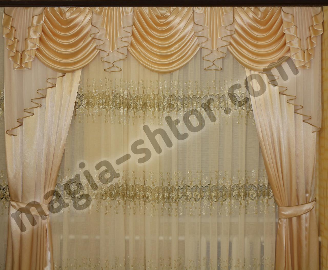 Ламбрекен из атласной ткани со шторами
