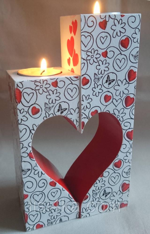 Набор деревянных подсвечников с сердцем красно-белый