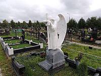 Ексклюзивний пам'ятник ангел з хрестом на кладовище із граніту.