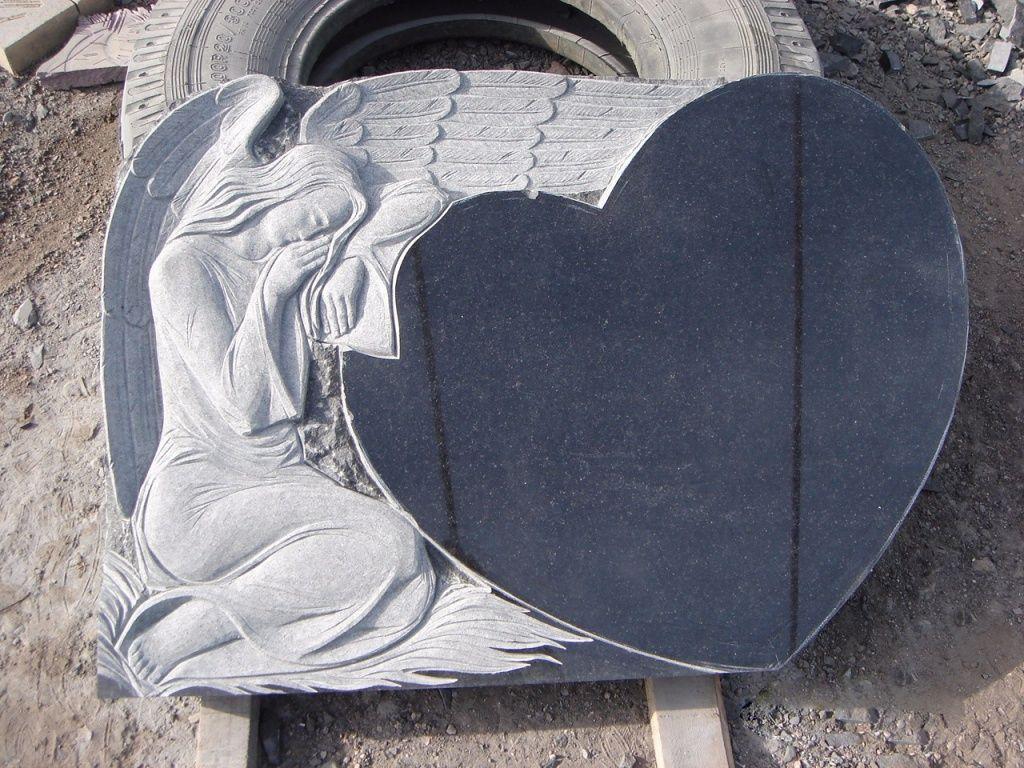 Элитный памятник ангел на кладбище из черного гранита.