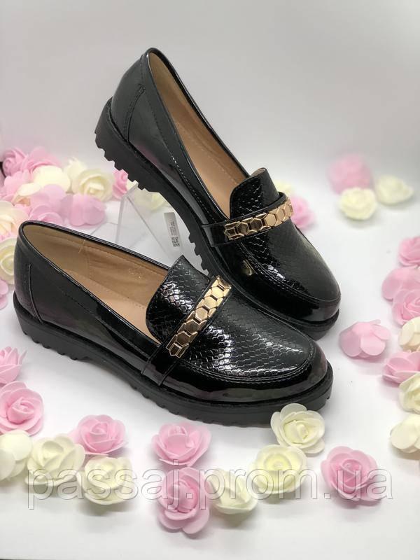 Черные туфли лаковые в наличии