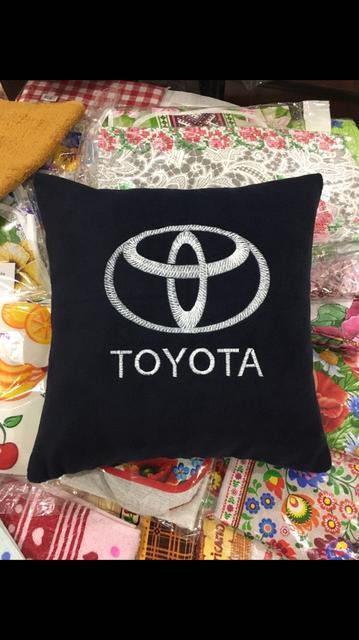 Подушки з автомобільними логотипами