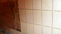 Разборка облицовки стен из плитки