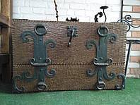 Скриня с кованими накладами