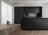Черная кухня с мдф фасадами alvic и каменной столешницей