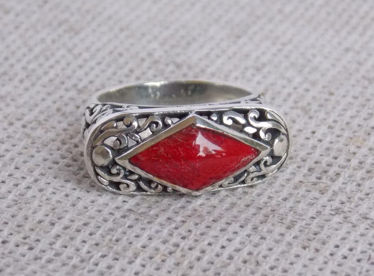 Серебряное кольцо ручной работы с красным кораллом, 17 размера. Балийское серебро