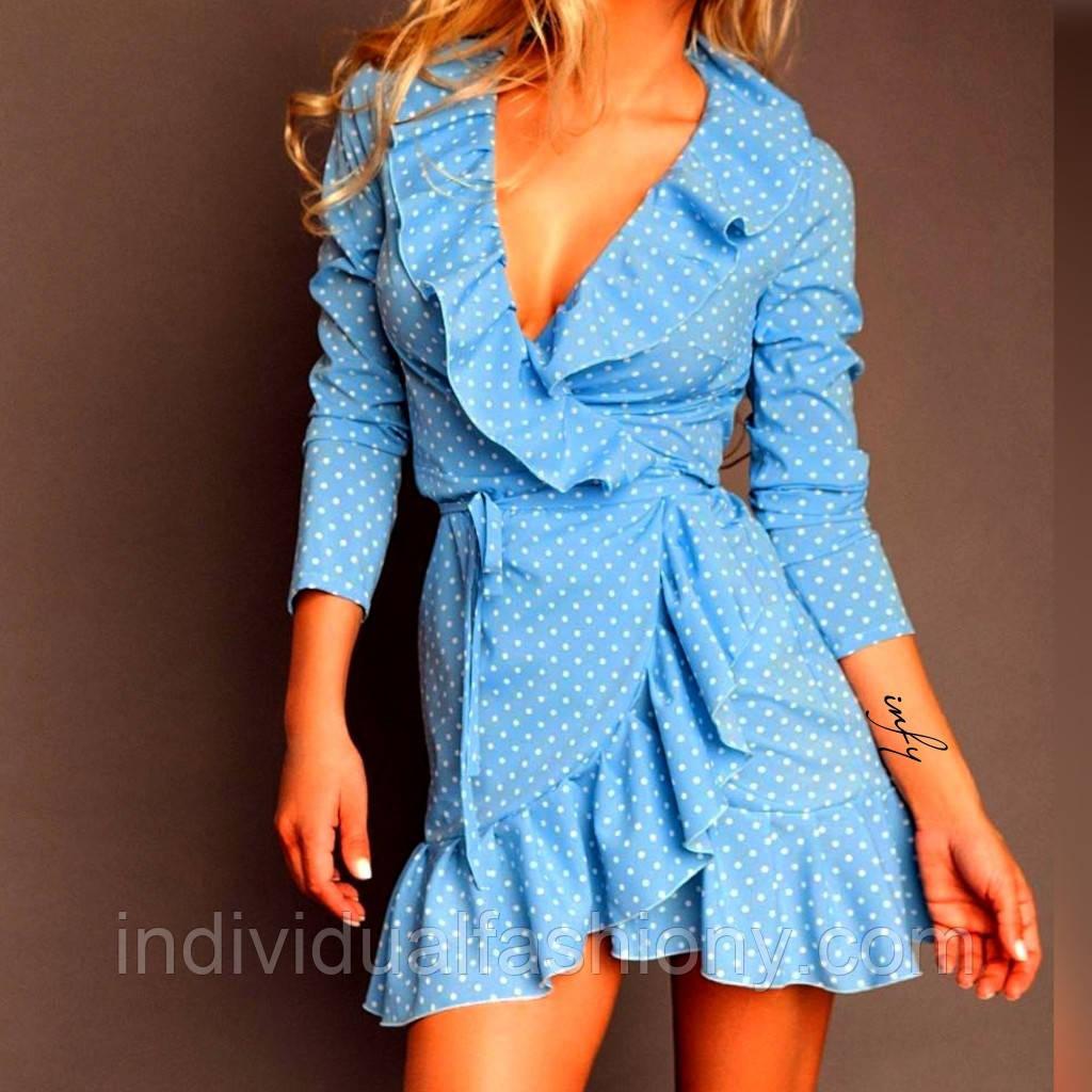 Платье мини с воланами на запах голубое в белый горох
