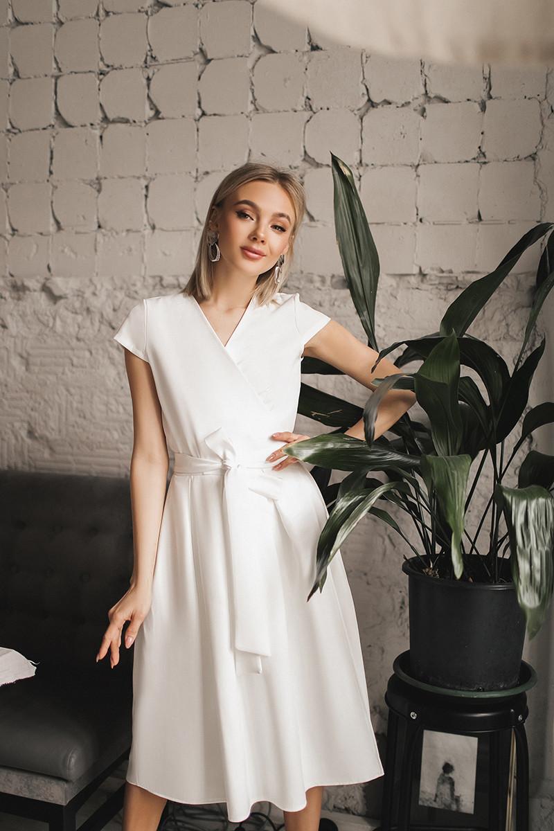 Женское платье на запах Белый