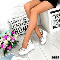 Туфлі шкіряні срібні на високій платформі