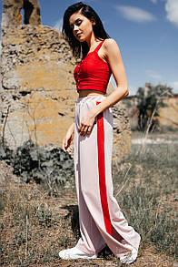 Пудровые широкие трикотажные брюки ALEX с лампасами и боковыми разрезами